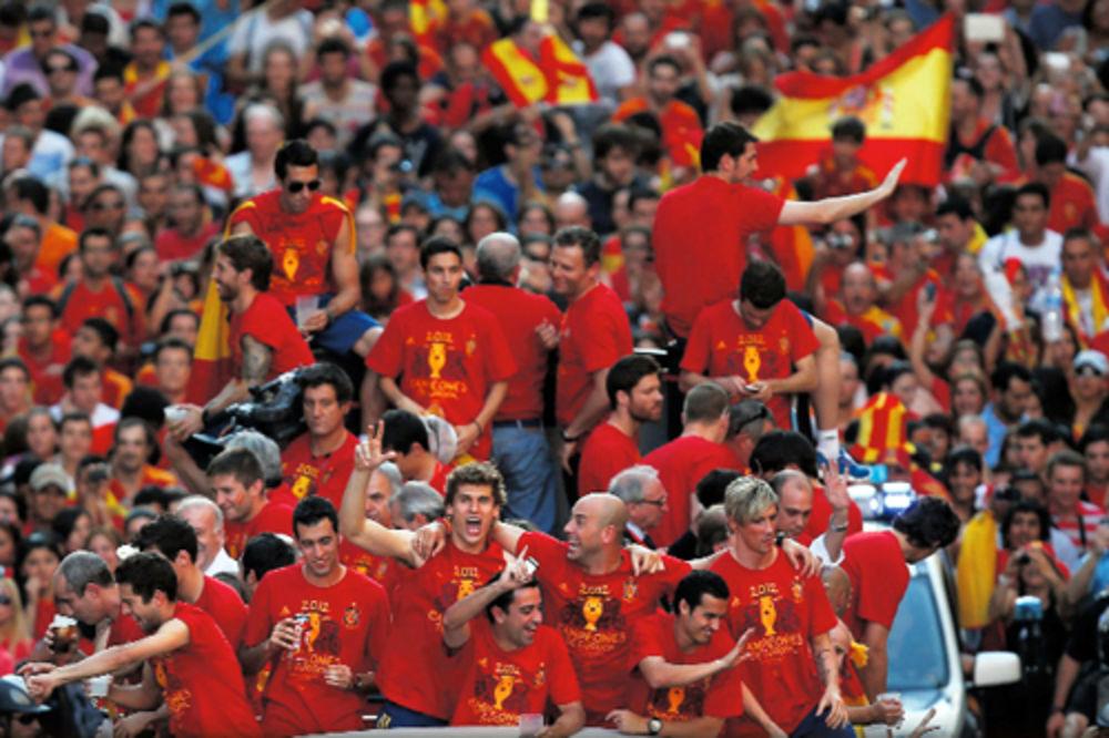 Španija, slavlje, proslava titule, prvak Evrope, pobedili Italiju, Andres Inijes
