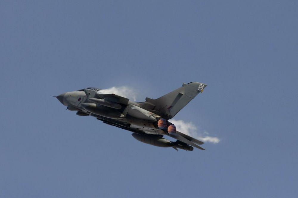 HAOS NA NEBU IZNAD ITALIJE: Direktan sudar dva borbena aviona!