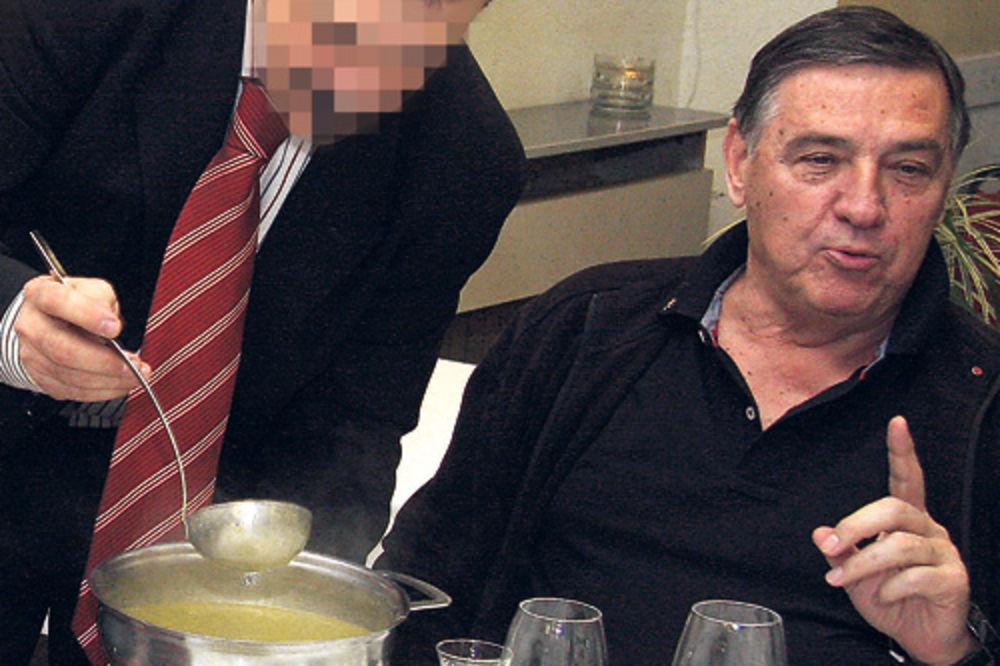 Građani platili Mrkonjiću ručak od 80.000 dinara!