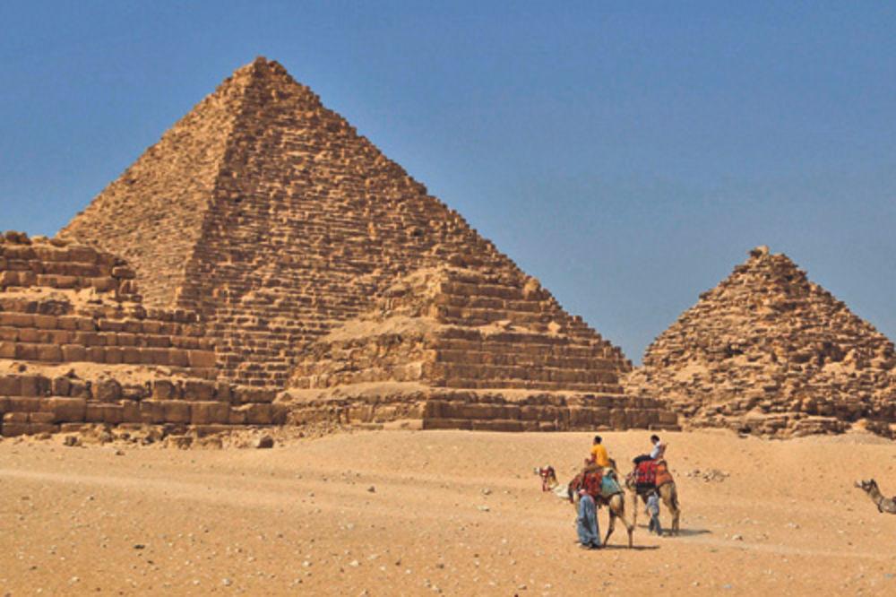 NISMO SAMI U SVEMIRU: Egipatske piramide gradili vanzemaljci!?
