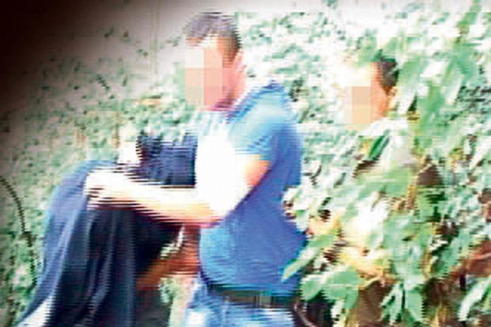 Lopov jednog policajca ranio, drugog ujeo!