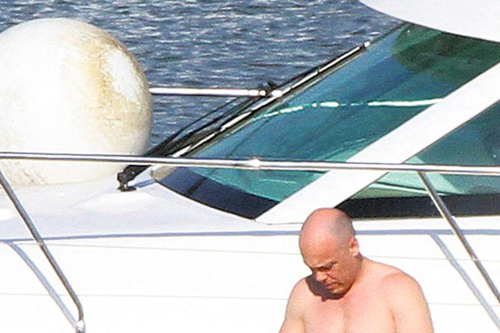 Milan Marković, afera bela lađa, brod, jahta prestiž 42