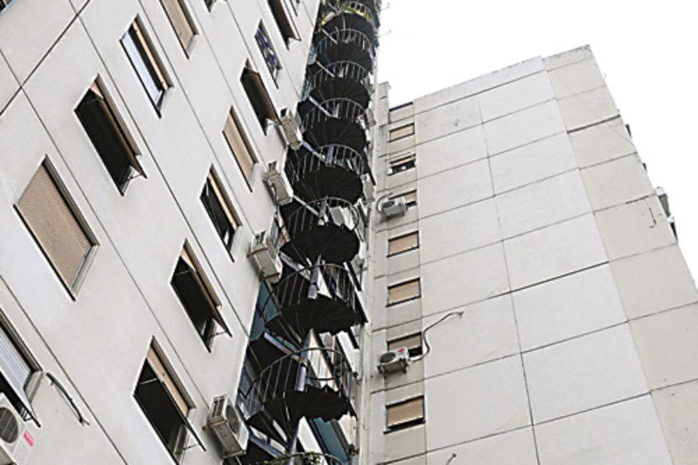 Muškarac skočio sa osmog sprata u Novom Beogradu!