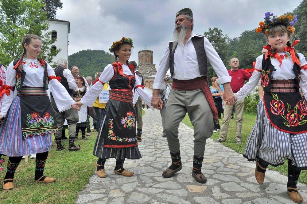 http://images3.kurir.rs/slika-900x608/prodjoh-levac-prodjoh-sumadiju-sabor-manastir-kalenic-1343371262-190577.jpg