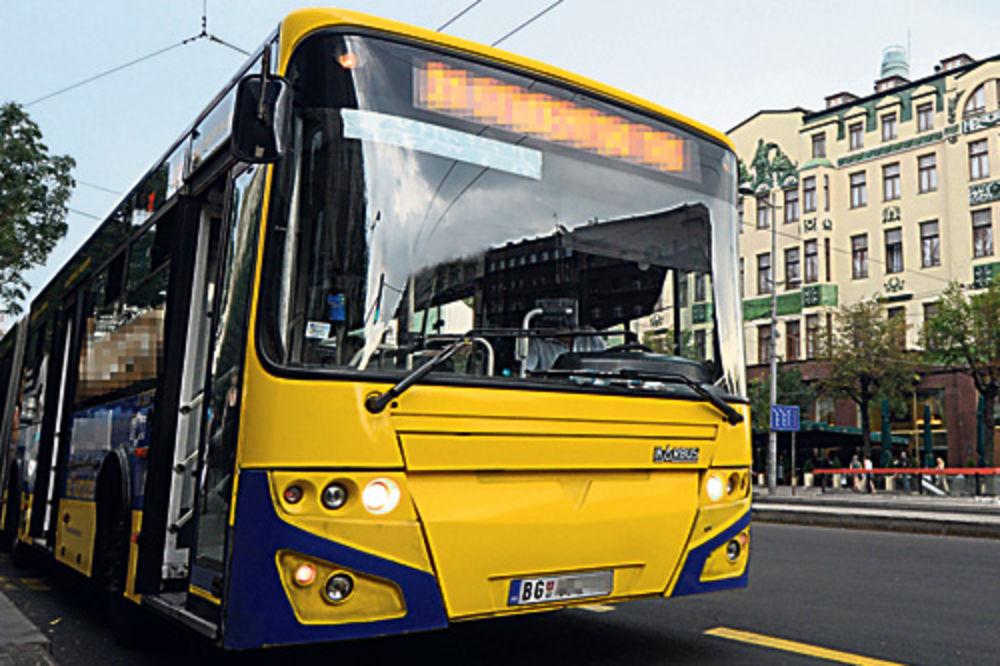 Šaht povredio ženu u autobusu