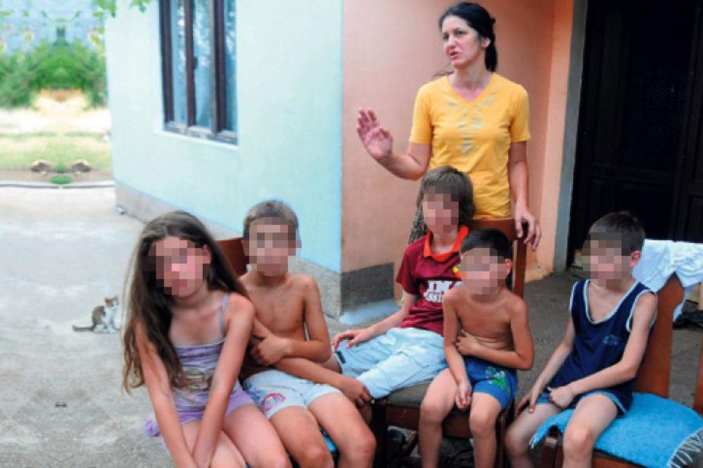 isterani srbi, kafana, njegusi, kadmi, majka, deca, foto vijesti.me
