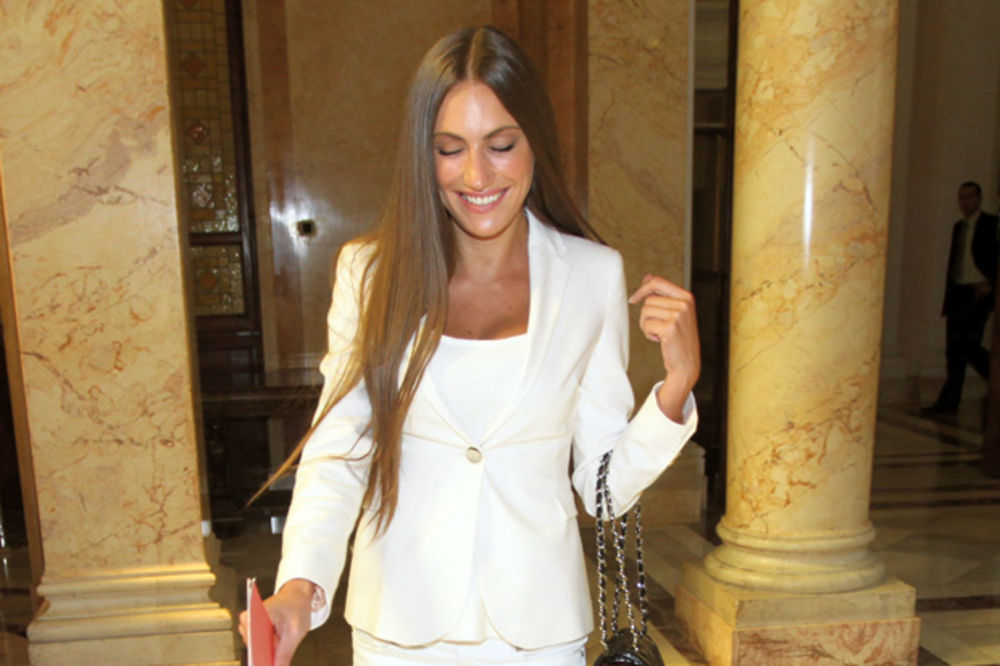 Nevena Adžemović, Nevena Models, Modelsica, poslanica, položila zakletvu, Skupšt