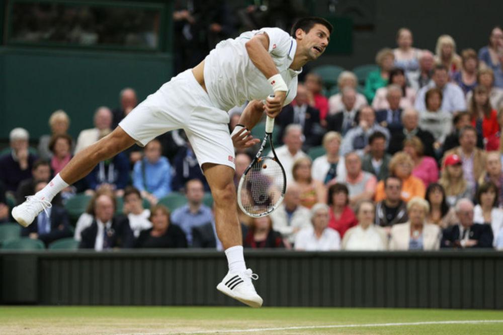 Cela Britanija protiv Novaka
