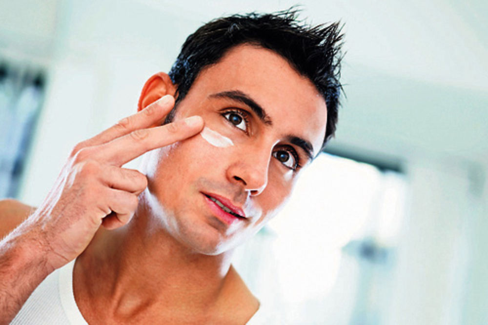 Muškarci pozajmljuju kozmetiku od žena!