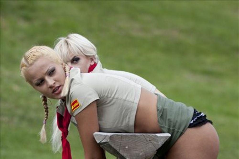 Pogledajte, Čeri Kis i Urška razvaljuju u porno kampu