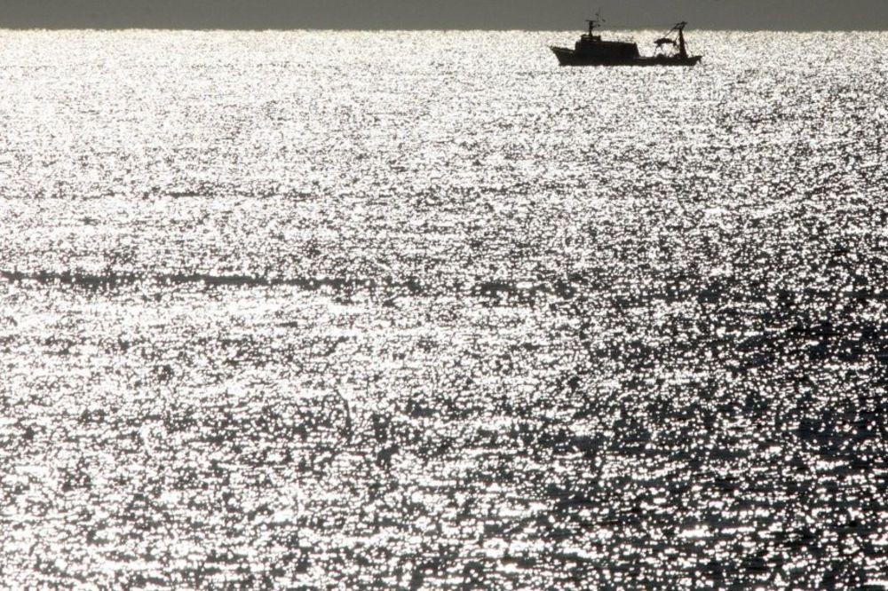 krivolov, ribari, more, brod,