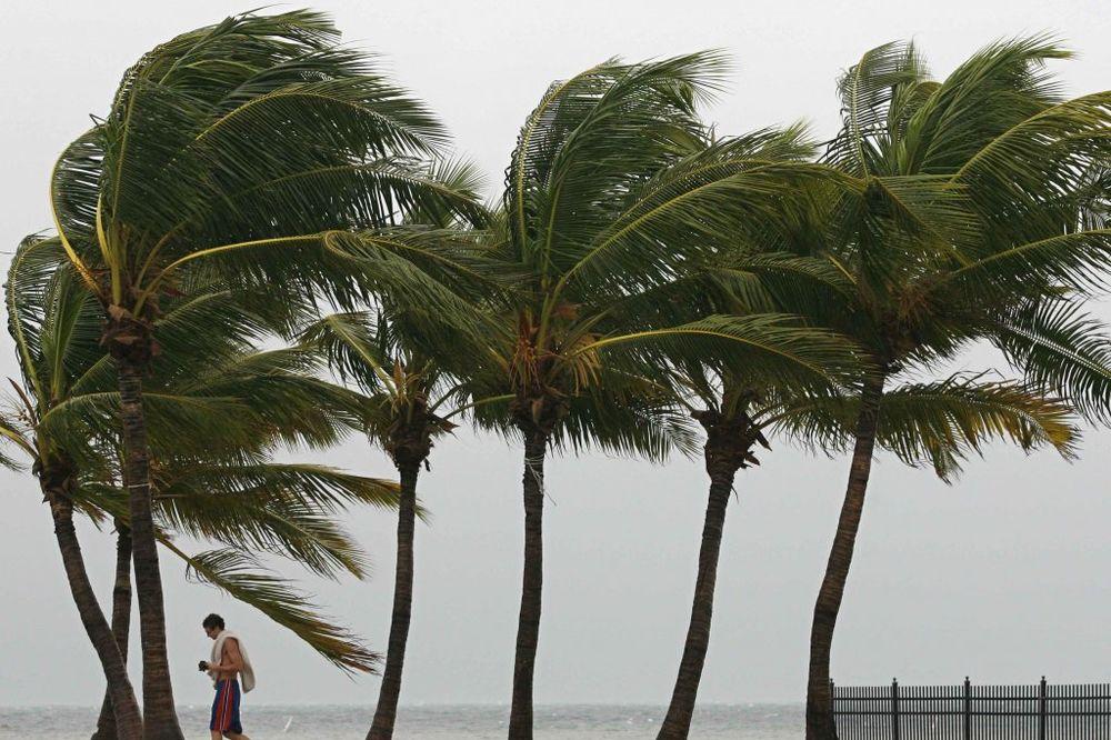 Florida, Kalifornija, nevreme, oluja, Ajzak, zemljotres,