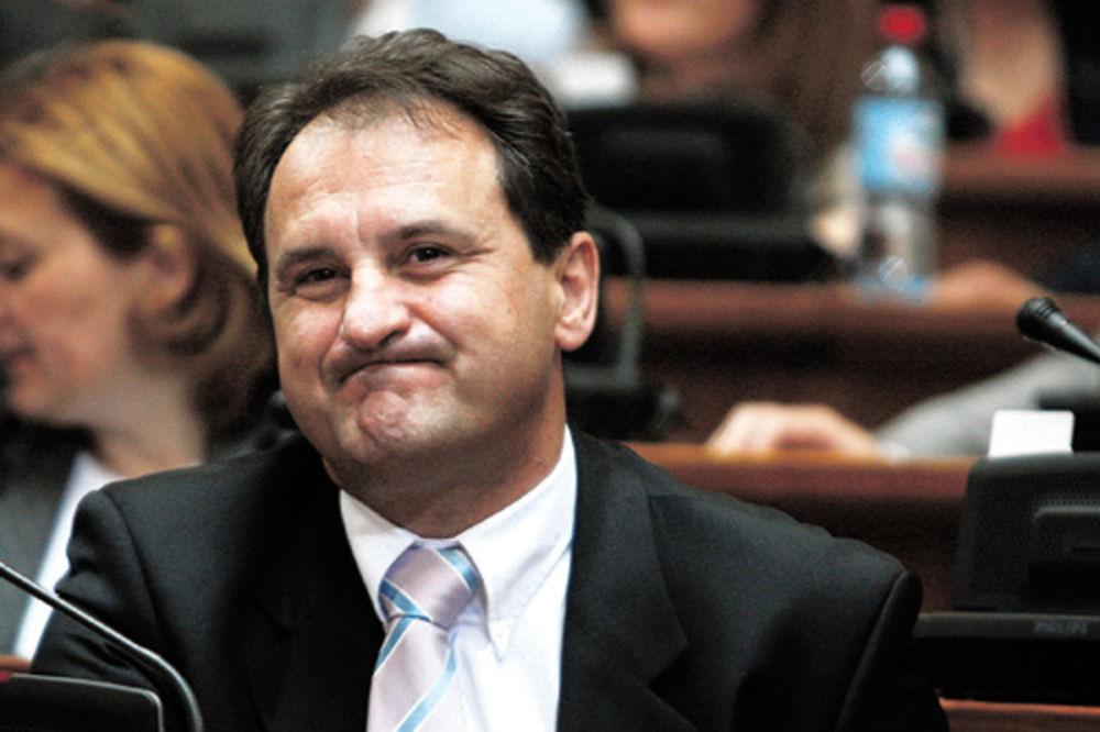 Aleksandar Vlahović: Nisam pobegao vraćam se, majke mi!