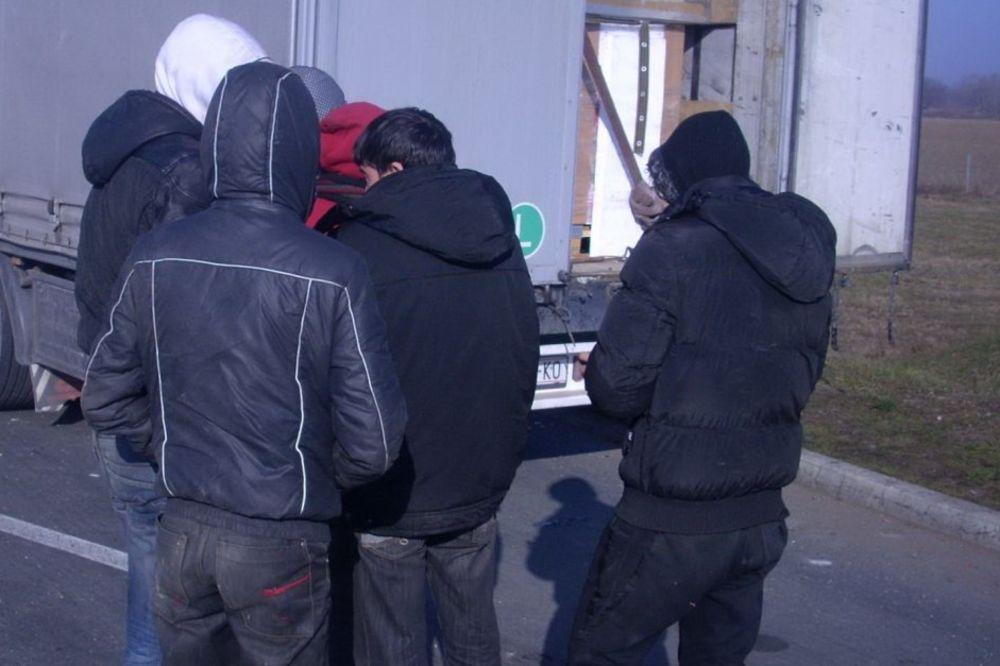 NA PUTU KA EVROPI: U Preševu otkriveno 13 Avganistanaca u bunkeru ispod vagona
