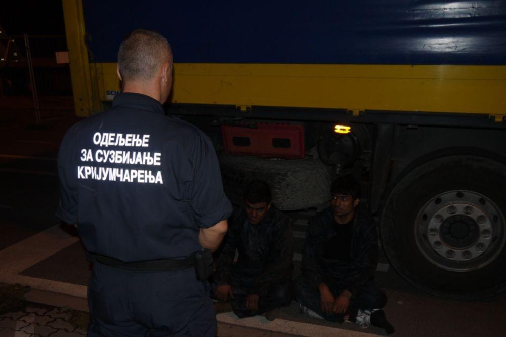 PREŠEVO: Bugari švercovali 8 Sirijaca u kombiju