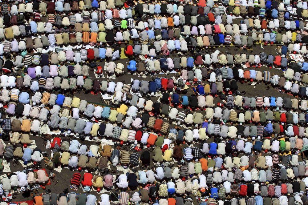 molitva, muslimani, rojters
