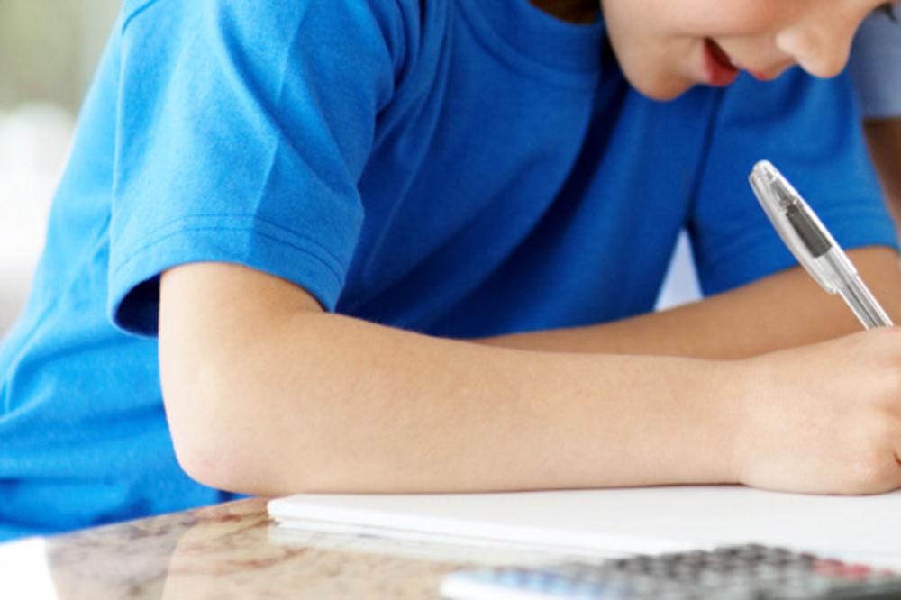 pismeni zadatak, domaći zadatak, kontrolni, učenje, deca, sveska, olovka, papir