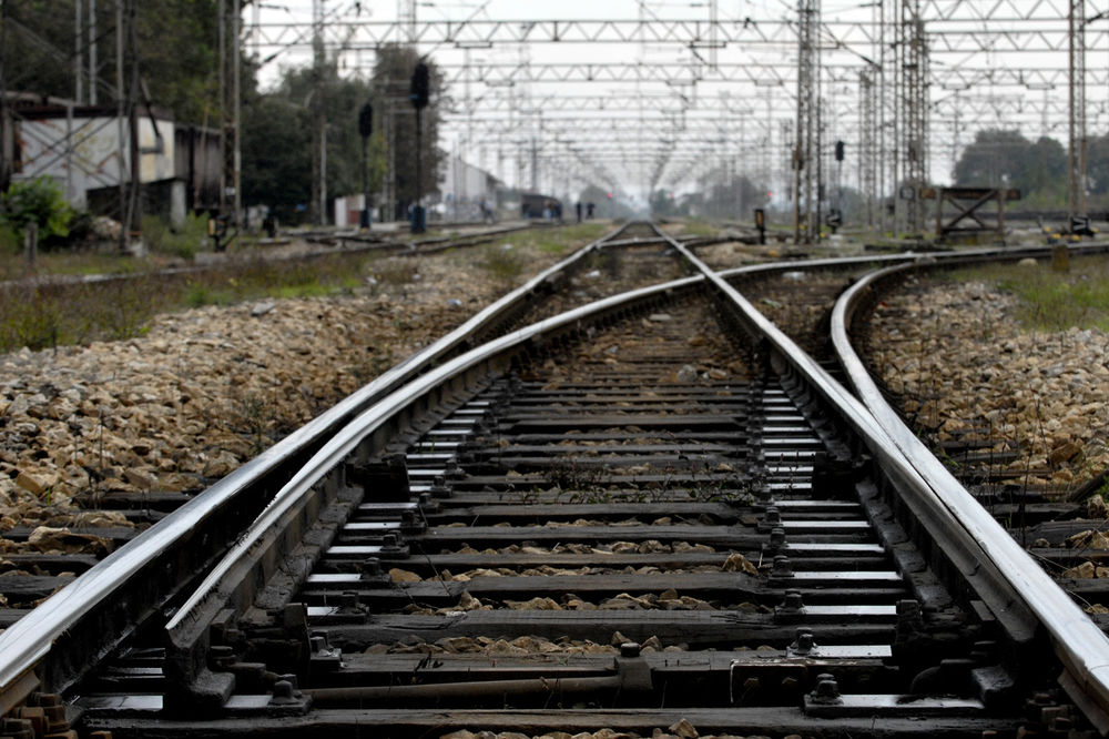 FATALNA STRAST: Voz zgazio par dok su vodili ljubav na pruzi