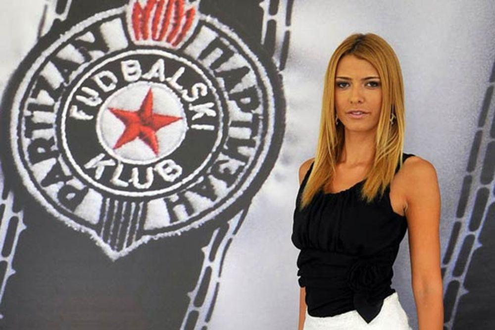 DIREKTORKA PARTIZANA ZASENILA FUDBALERE: Za njom su se u Bukureštu svi okretali