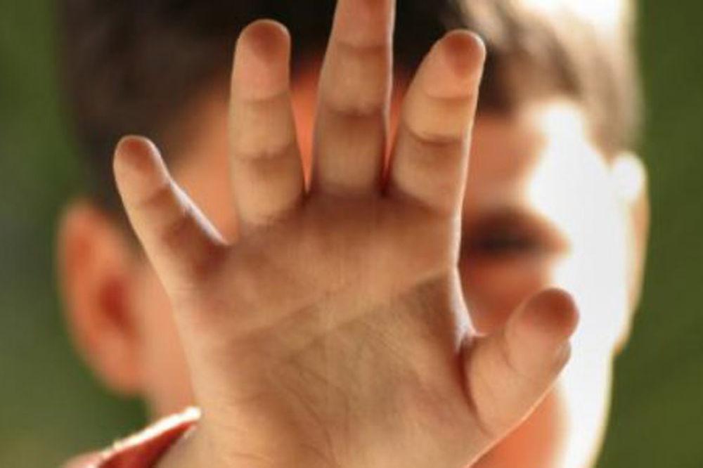 RODITELJI U ŠOKU: Dadilja (19) dečaku (14) uzela nevinost, a proglasili je nevinom!