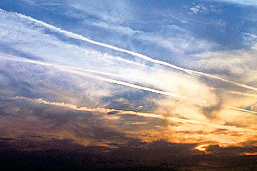 SVE TEORIJE O KEMTREJLSU: Da li nas hemijom kontrolišu sa visina?