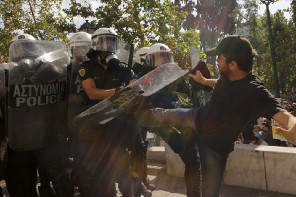 PRVI PROTEST PROTIV CIPRASA: Ekstremni levičari napravili haos u Atini