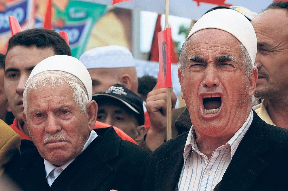 MALO IM ŽELE JOŠ: Kosovo traži od Srbije ratnu odštetu i deo blaga SFRJ