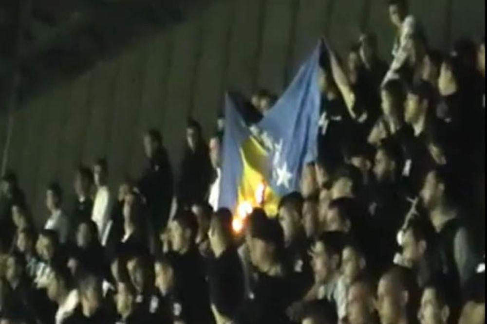 Grobari zapalili zastavu BiH