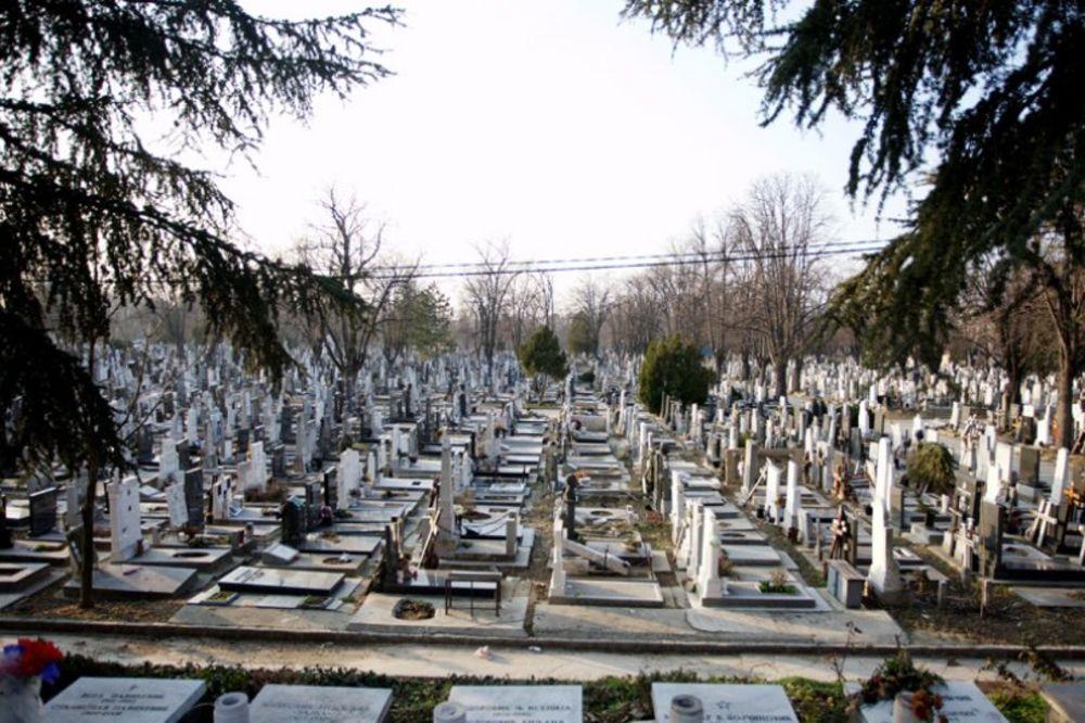 STRAVIČNO PONIŽENJE:10 Čačana svakodnevno ide na sahrane po jedini obrok!