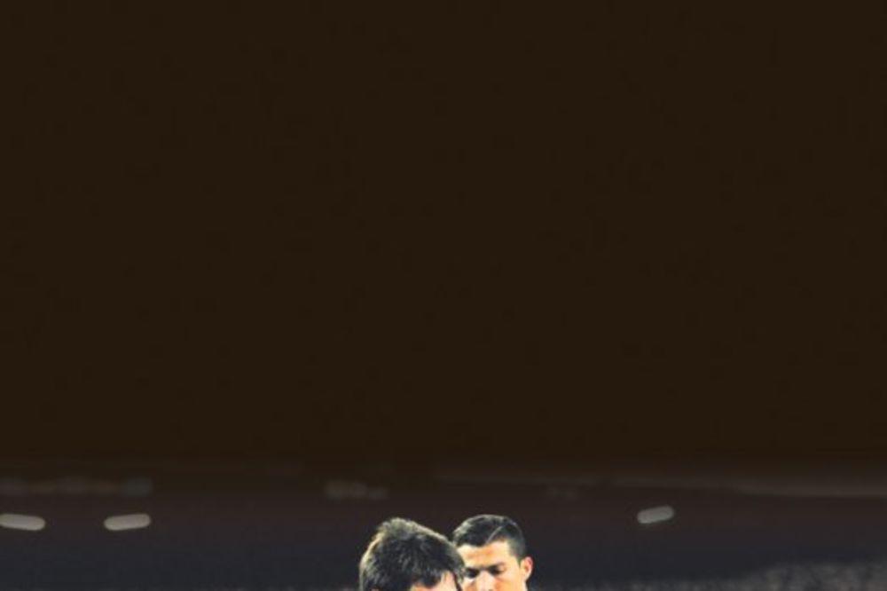 Kristijano Ronaldo, Lionel Mesi, sin Ronaldo, sin Tijago, 869 dana, stariji