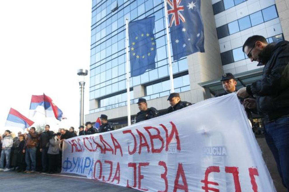 Dveri gađale toalet papirom sedište EU u Beogradu