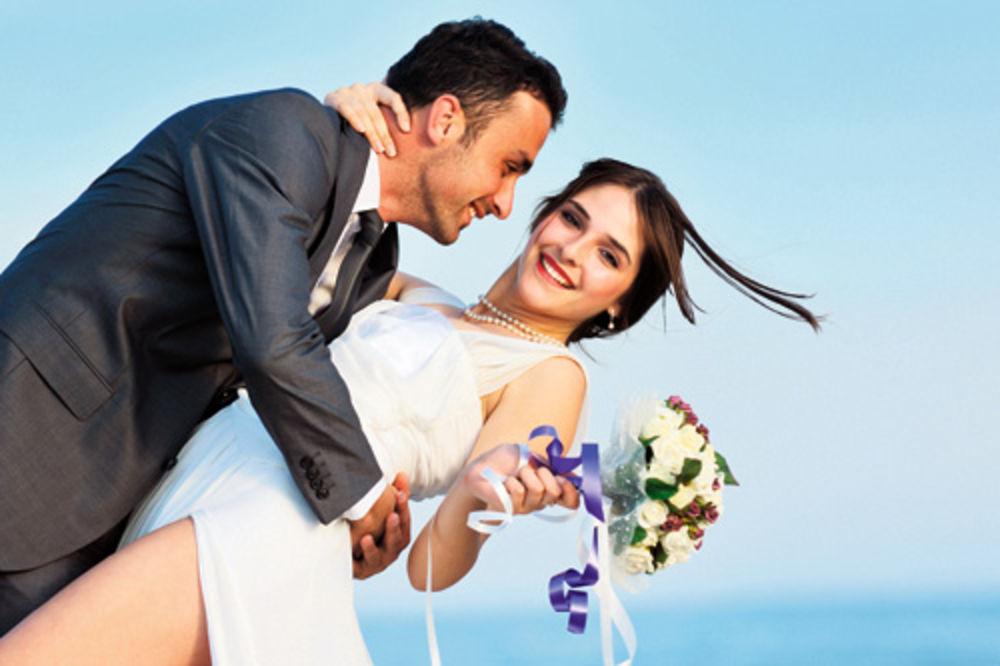 FRANCUSKA ŠKOLA: Mlada mora da spava sa svim muškarcima na venčanju!