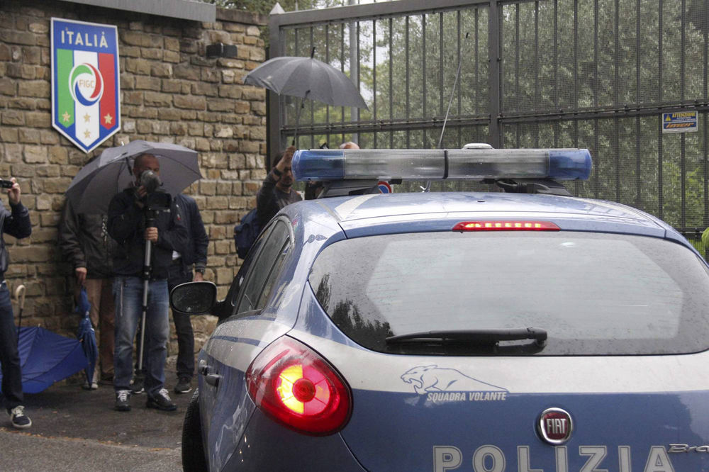 HRVAT ŠOKIRAO KARABINJERE: Uhapsite me, došao sam da odrobijam 7 godina!