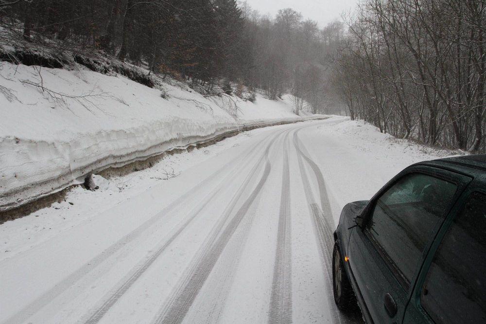 SRBIJA SE OPET ZABELELA: Sneg pada u 7 gradova, na Kopaoniku pola metra i minus 7