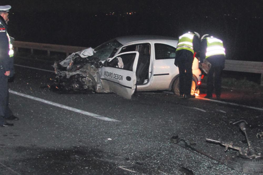 UDES KOD AVALE: Automobil sleteo s puta, četvoro povređeno!