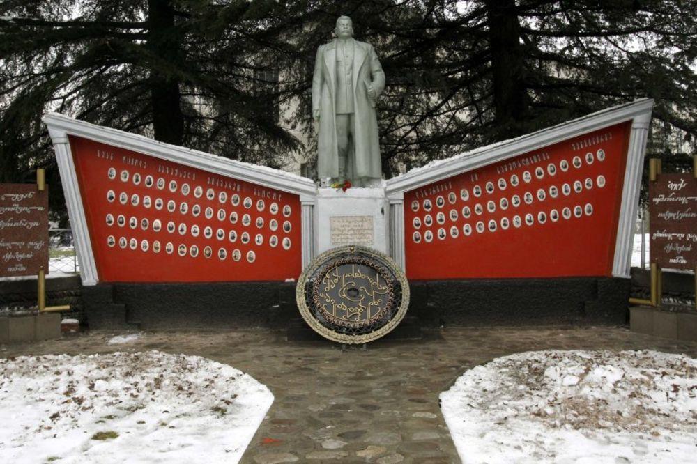 Intervjui sa poznatim licnostima iz kulture - Page 2 Staljin-rojters-1356258627-244627