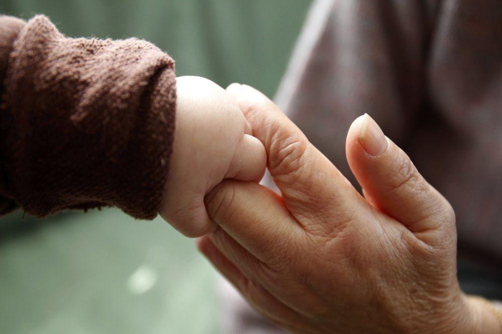 PRIČA KOJA JE RASPLAKALA MILIONE: Majka odbila terapiju da spase sina!