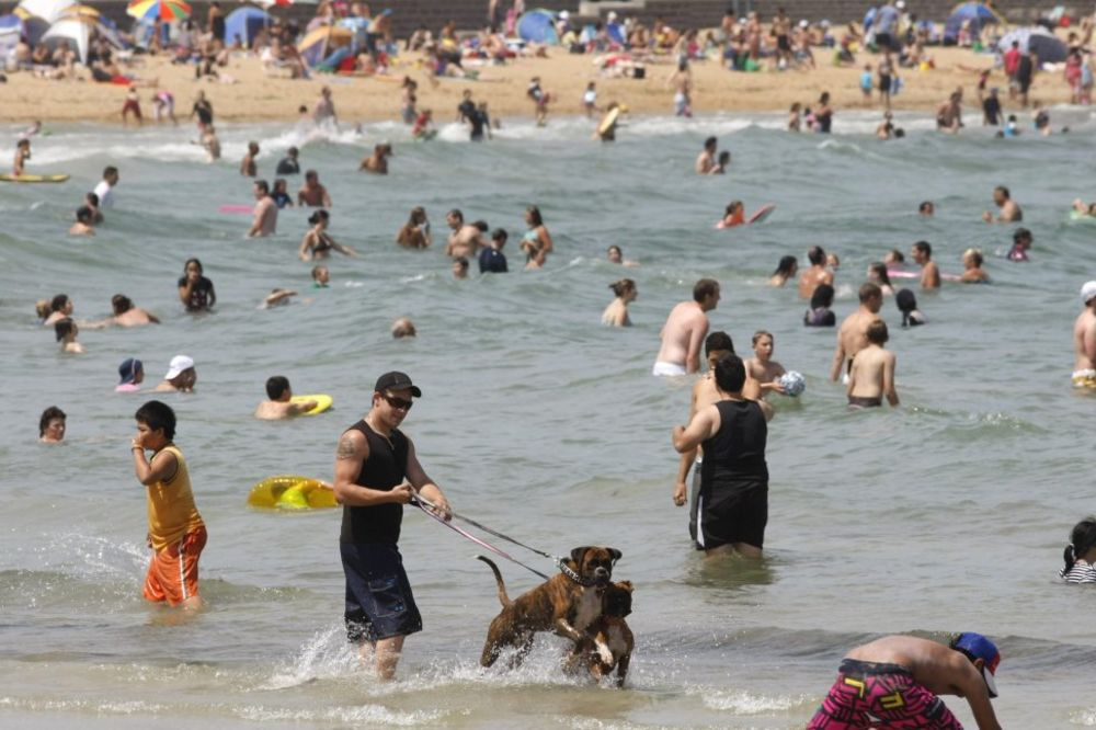 Australijanci okupirali plaže zbog velikih vrućina