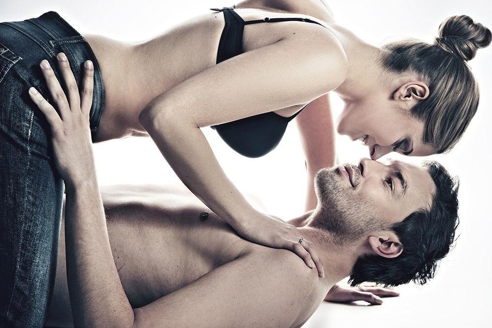 UPOTREBITE IH JOŠ DANAS: Ove rečenice pre seksa će izludeti svakog muškarca