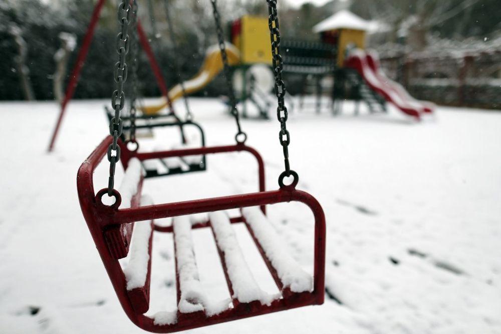 SPREMAJTE SANKE: Preko dana kiša, po podne sneg