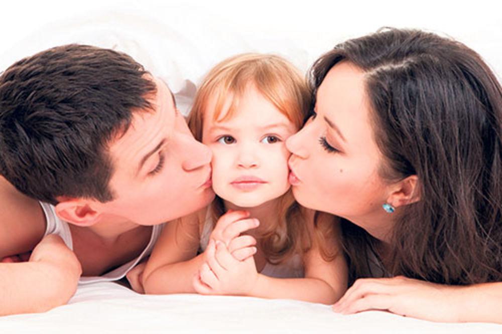 DANAS SU DETINJCI: Roditelji, mališani vama daju darove!