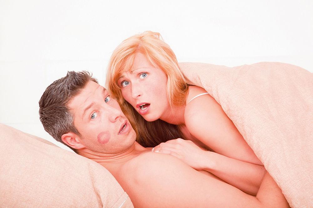MUŠKARCI ODLEPILI ZA STARIJIM CICAMA: Iskusne dame vladaju u krevetu, ko da ih odbije!