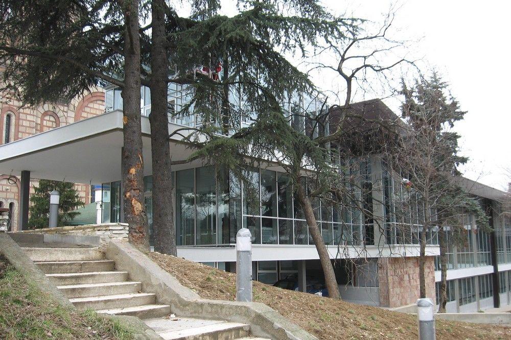 Najpoznatije svetske arhitekte - Page 2 Malo-pozoriste-dusko-radovic-1358945391-257677
