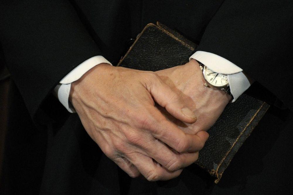 Sveštenik don Emil Bilaver zbog svog izgleda počinio samoubistvo