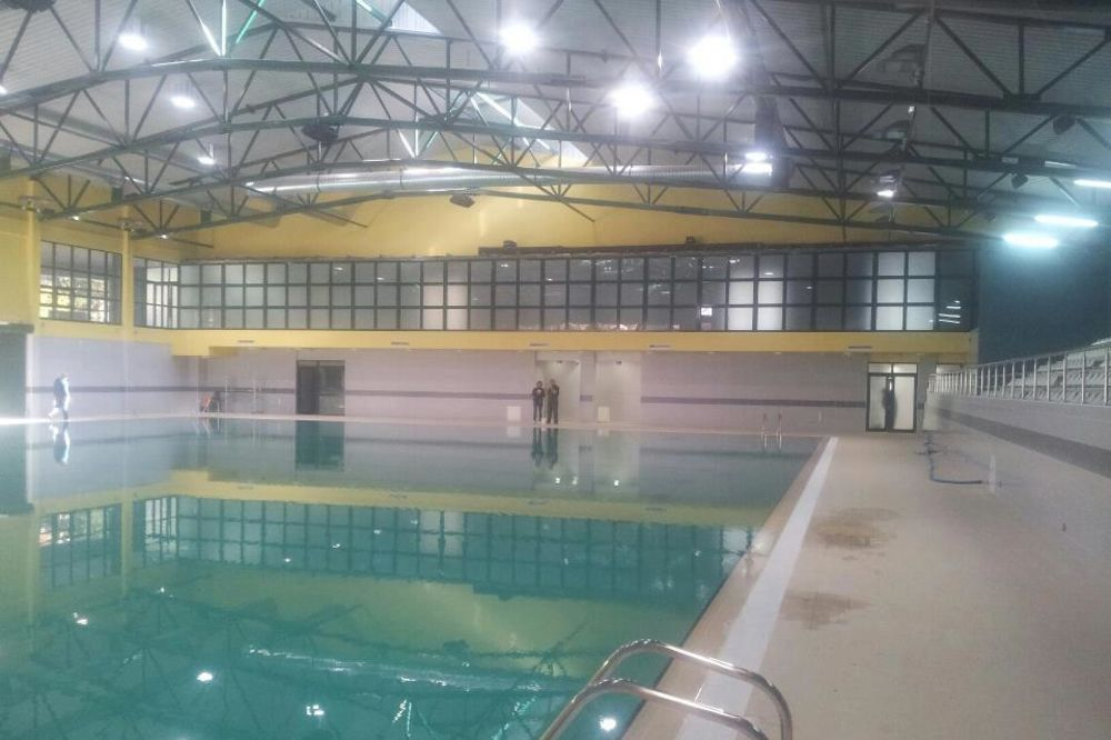 POKOSIO IH VIRUS: 40 plivača prevezeno u bolnicu, u Lozani zatvoreni bazeni