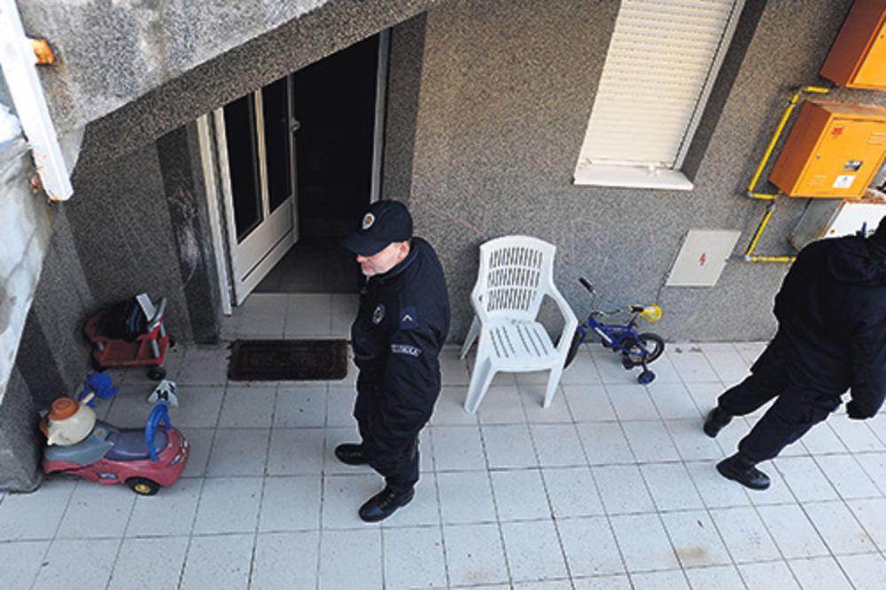 Policija ispred stana u kojem se dogodio zločin