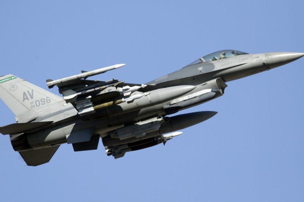 F16 UDARIO U CIVILNI AVION: Obe letelice se srušile!