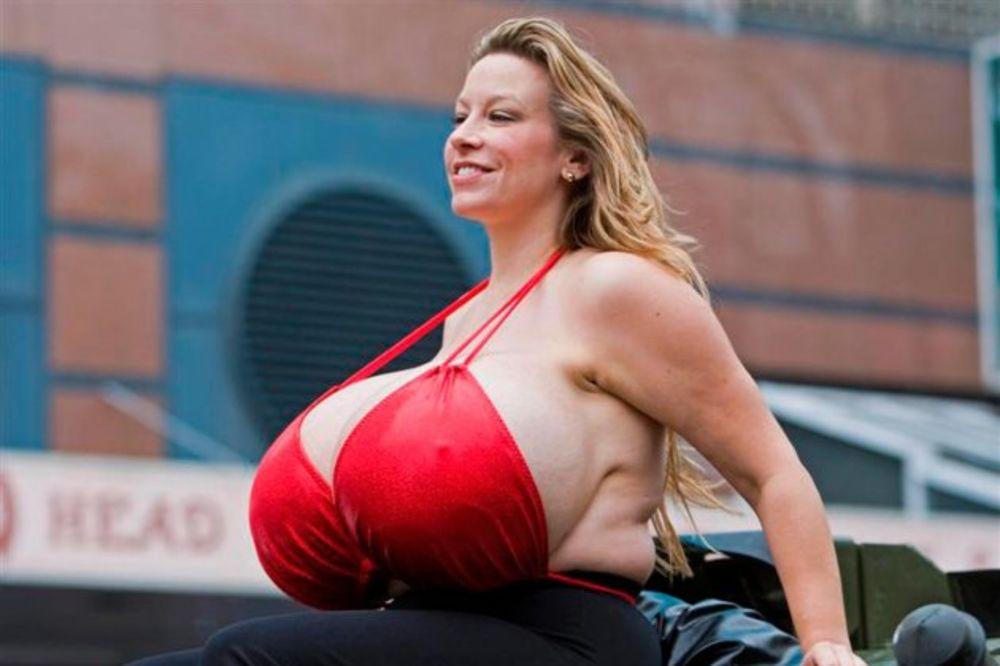 Čelzi žena sa najvećim grudima