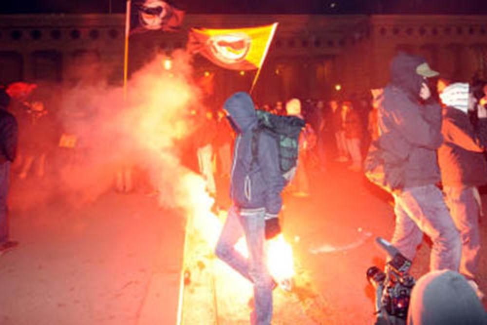 SPREČILI NASILJE NA ULICAMA: Bečka policija zabranila demonstracije protiv desničarskog bala!