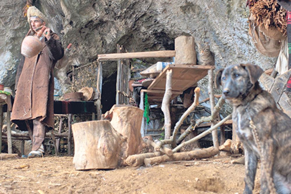 Panta Petrović, pećina, živi u pećini, Pirot